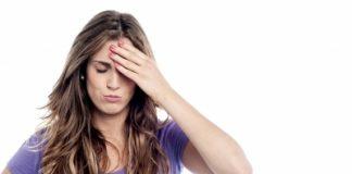 Mulher preocupada com os parabenos em cosméticos e alimentos, mas não se preocupa com parabenos em medicamentos.