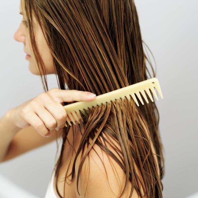 Bons tratamentos rinse off e leave in, facilitam o penteado mesmo sem leav on nos cabelos.