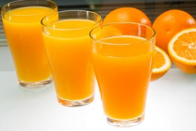 """Suco de laranja pode ser natural cosméticos naturais O consumidor diz: """"Prefiro cosméticos naturais, seja isso o que for!"""" POST 20160311 suco de laranja"""