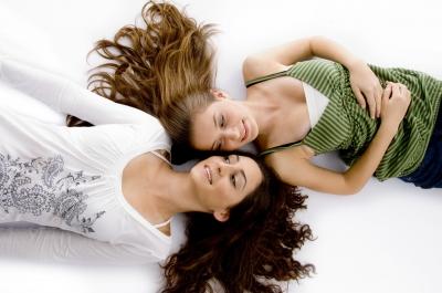 Silicones em ação nos cabelos: maciez, leveza, brilho.