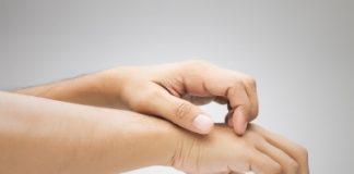 Coceira após o uso de cosmético pode ser sinal de reação alérgica