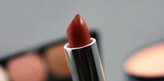 O efeito batom como medida do consumo de cosméticos