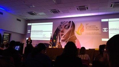 Palestra de Amy Wyatt durante Congresso Brasileiro de Cosmetologia 2017