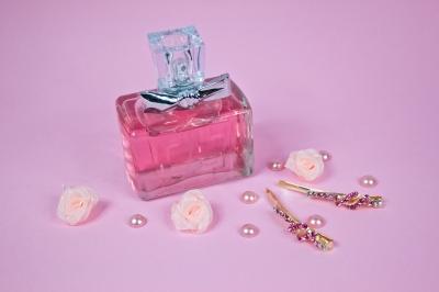 Frasco de perfume ilustrando a história da perfumaria