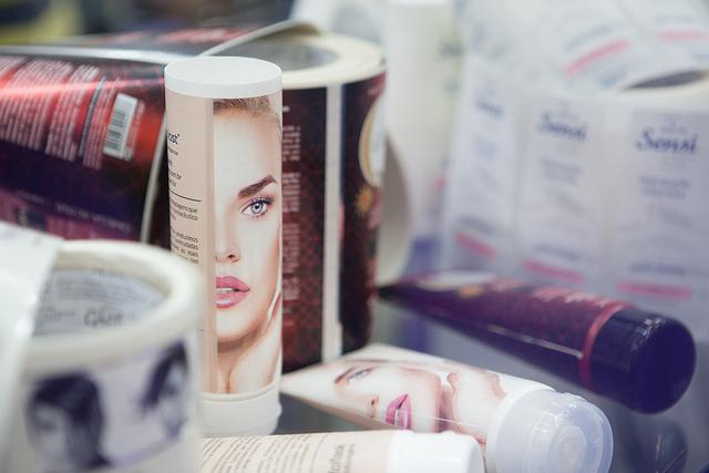 A terceirização de cosméticos também possibilita produtos personalizados.