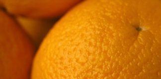 A pele com celulite pode ser comparada a casca de uma laranja