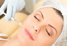 o ácido hialurônico não reticulado, ou de baixo peso molecular, quando injetado retém água na pele