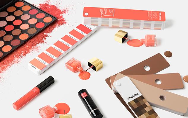 A cor do ano de 2019 Living Color nos cosméticos.
