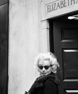 elizabeth arden Conheça Elizabeth Arden 20191127 Elizabeth Arden Marilyn Monroe 1955 250x300