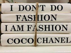 Eu não faço moda, eu sou a moda. quem foi coco chanel Quem foi Coco Chanel 20210120 Coco Chanel Citacao 300x225
