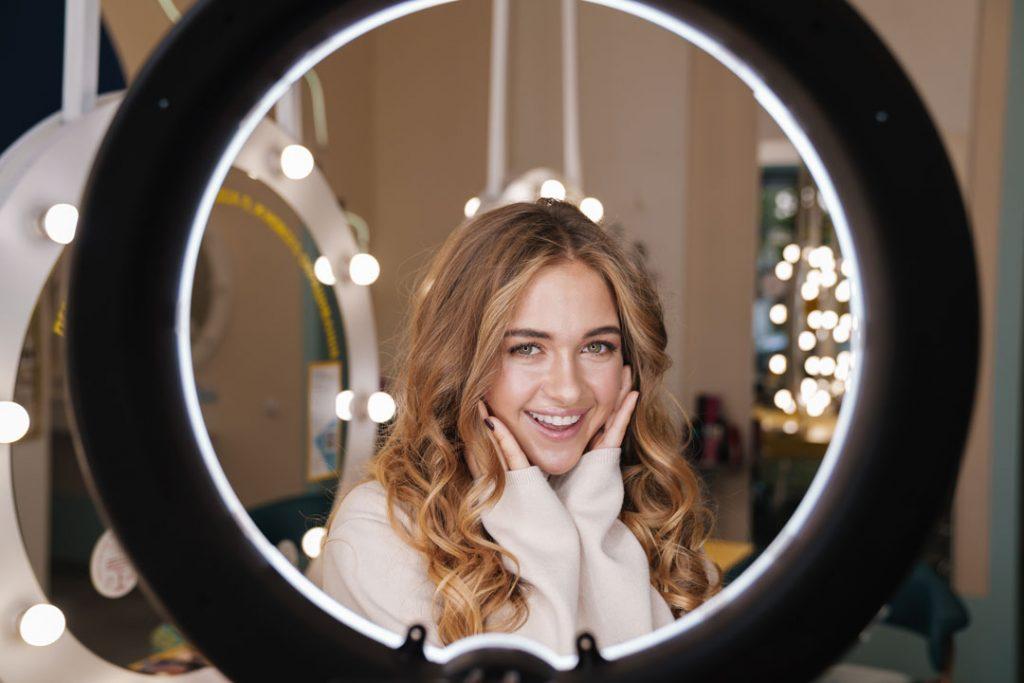 O uso de filtros em anúncios no Instagram mascara os resultados reais dos produtos cosméticos